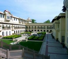 Jaipur-Rambagh-Palace-Courtyard-230x200 30 increíbles atractivos turísticos de la India