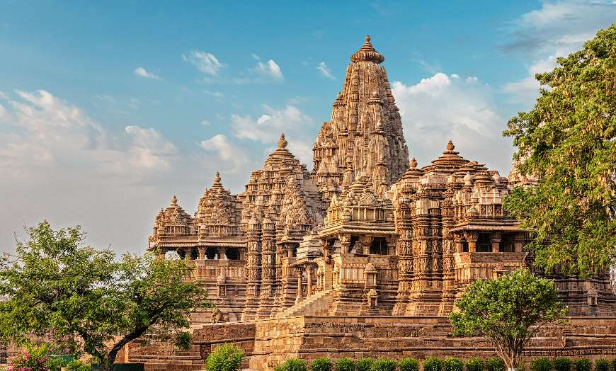 Kandariya-Mahadev-Temple-Khajuraho-Madhya-Pradesh-India 30 increíbles atractivos turísticos de la India