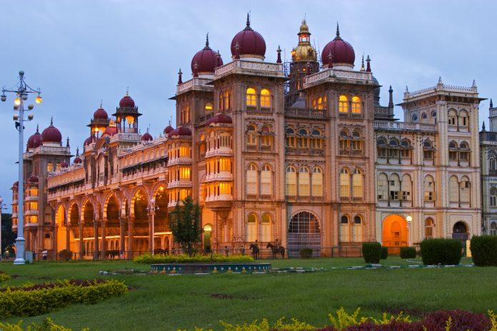 Mysore-Palace-at-Dusk Los Mejores Palacios reales para visitar en India