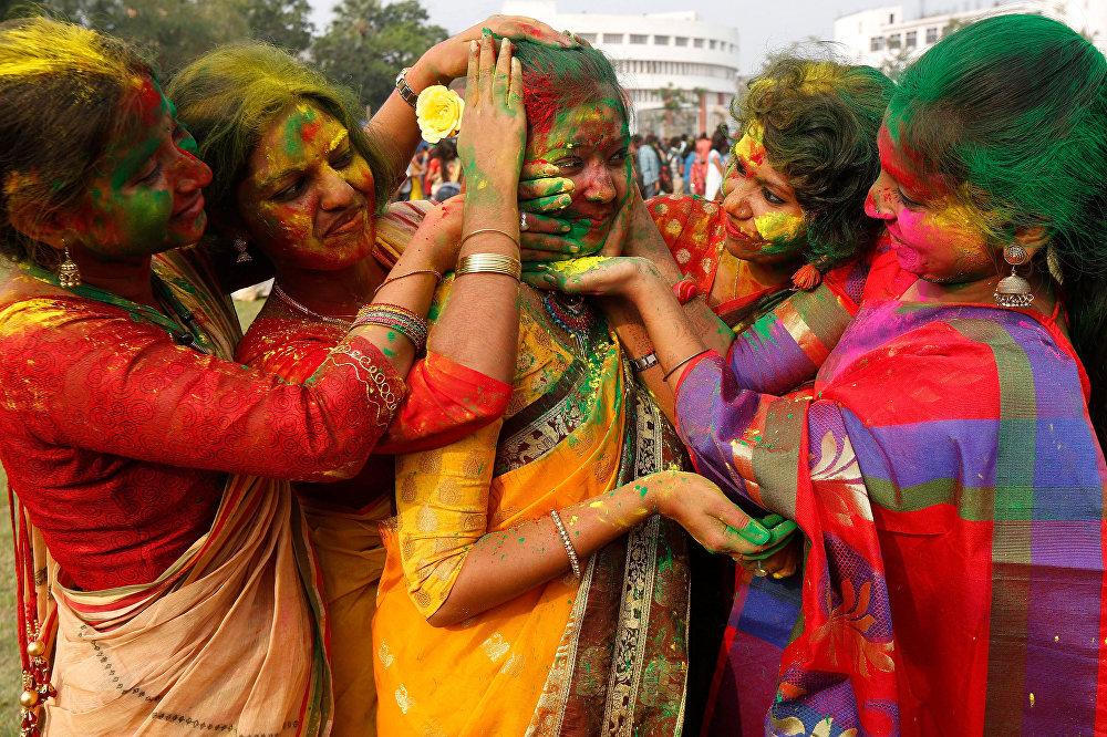 Shantiniketan Holi 2019 : ¿Qué es la fiesta de Holi en India?  ¿Por qué se celebra?