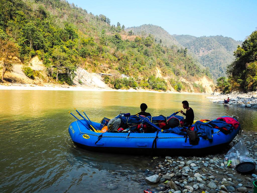 rafting-en-nepal-rio 10 cosas únicas que hacer en Nepal