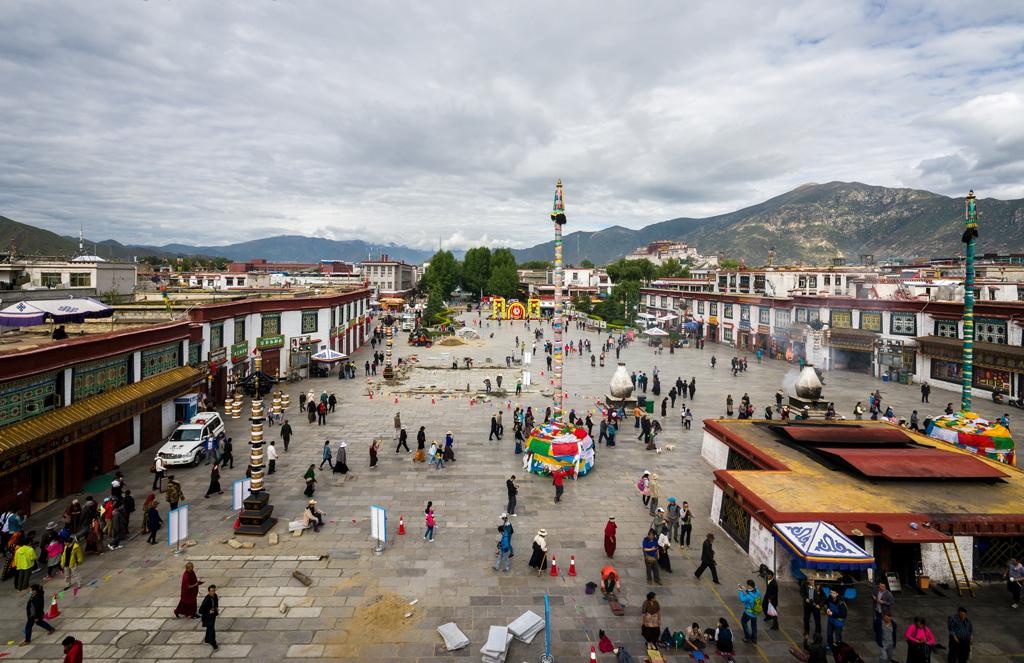 street-circuit-barkhor 10 cosas únicas que hacer en el Tíbet