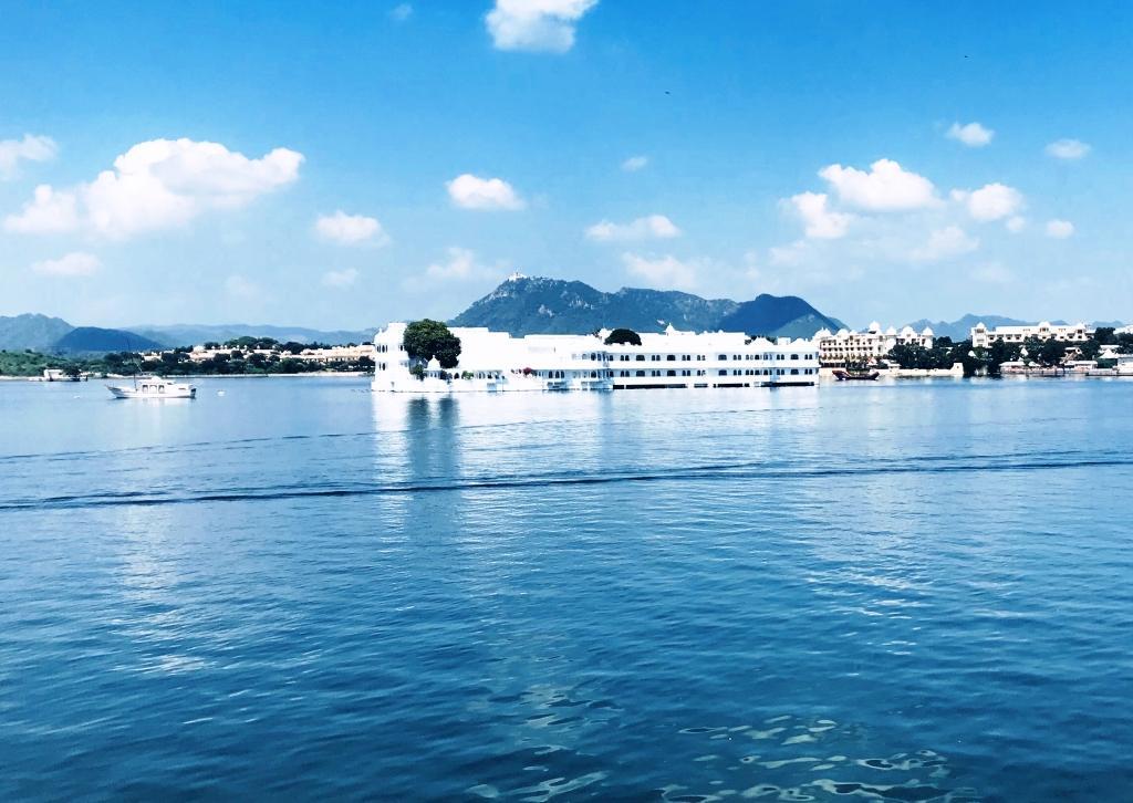 palacio-del-lago-Udaipur India: Las Mejores 10 Atracciones para Turistas Mexicanos