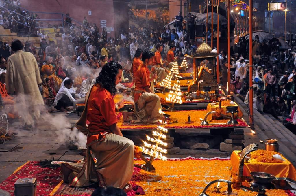 Varanasi-Morning-Arti-1 11 Cosas que hacer en Benarés