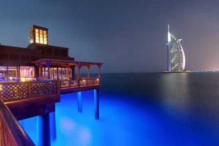 Cena-bajo-las-luces-de-los-fuegos-artificiales La mejor manera de celebrar el año nuevo Dubai 2020