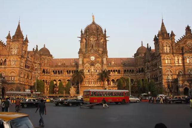 Chhatrapati-Shivaji-Terminus-Mumbai-e1570791679965 Guía de viaje para visitar Bombay por primera vez