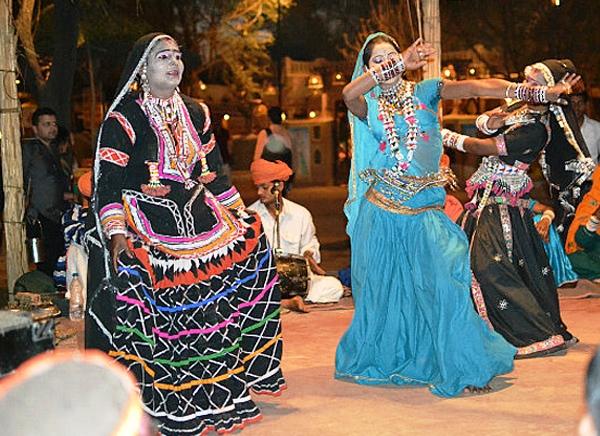 disfrutar de la danza rajsthani